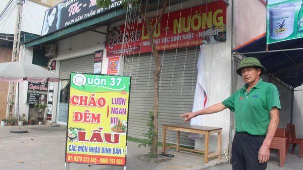 Treo biển quảng cáo, nam thanh niên ở Nghệ An bị điện giật tử vong