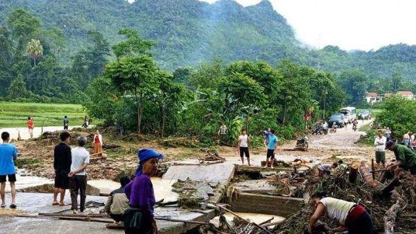 Mưa lớn, lũ đổ về càn quét huyện miền núi Nghệ An