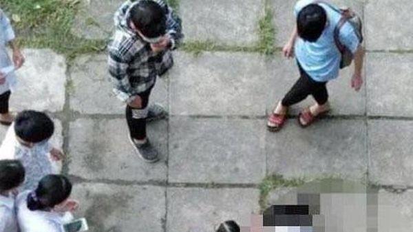 Điều tra vụ nữ sinh lớp 10 rơi từ tầng 3 xuống sân trường sau giờ thi