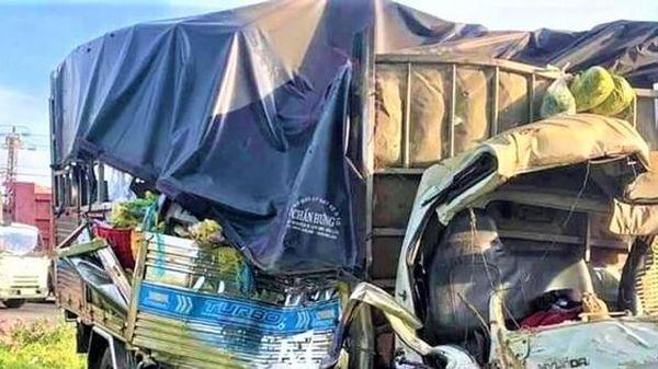 Đấu đầu xe khách giường nằm, vợ tài xế xe tải tử vong