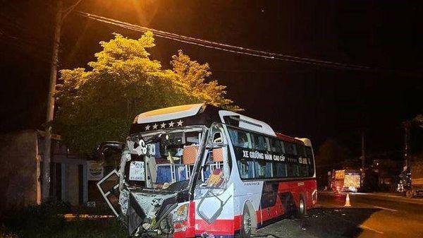Xe tải va chạm xe khách, một phụ nữ tử vong