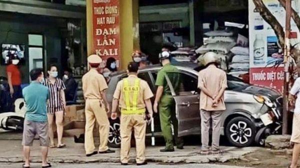 Hải Phòng: Xe ô tô đâm liên hoàn 4 xe máy, 1 người bị thương