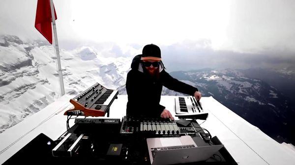 DJ người Pháp chơi nhạc trên đỉnh núi cao 3000 m ở Thụy Sĩ