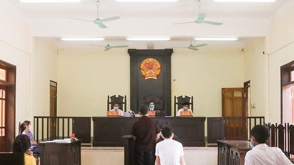 Hà Tĩnh: 'Nhà cái' và tay 'xóc đĩa' phục vụ cho các con bạc chia nhau 8 năm tù giam