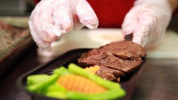 10 nghìn suất ăn do các đầu bếp chuyên nghiệp Hà Nội nấu gửi đến tuyến đầu chống dịch