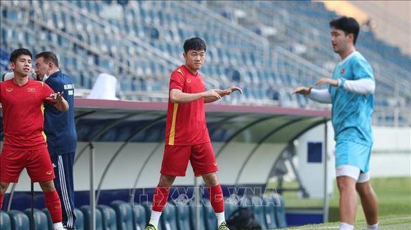 Người dân Đà Nẵng xem bóng đá tại nhà để phòng, chống dịch COVID-19