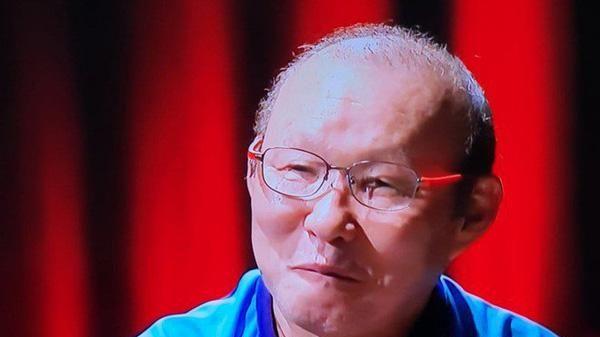 Dân tình thích thú lời nhắn của MC Lại Văn Sâm tới HLV Malaysia và câu đố về ông Park