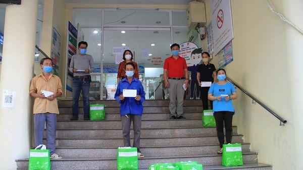 Phường Nguyễn Thái Bình tiếp tục trao 71 phần quà cho hộ nghèo, cận nghèo, hộ có hoàn cảnh khó khăn