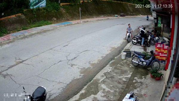 Vi phạm luật giao thông còn hành hung người đi đường