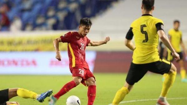 Thắng nghẹt thở Malaysia, ĐT Việt Nam tiếp tục dẫn đầu bảng G