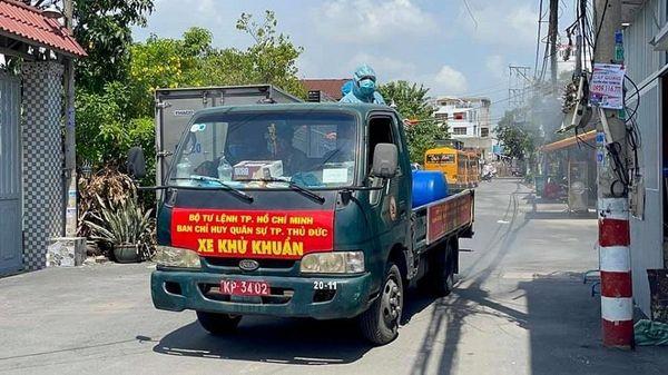 TP Thủ Đức: Phun khử khuẩn một số tuyến đường ở phường Hiệp Bình Phước
