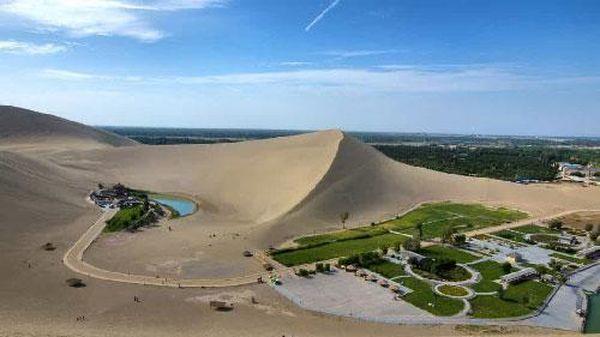 Khám phá ốc đảo 2.000 năm tuổi giữa sa mạc ở Trung Quốc