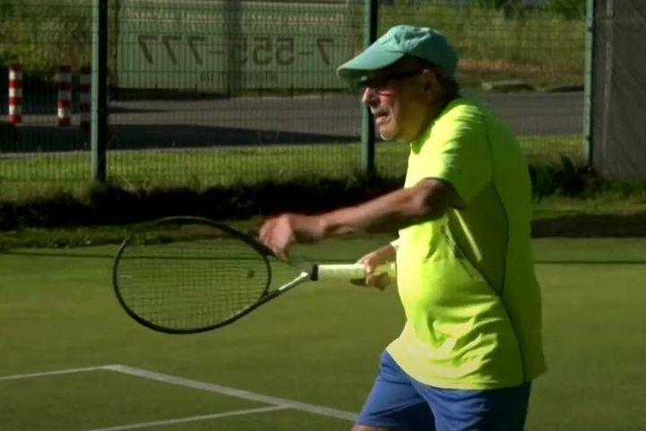 Tay vợt người Ukraine vẫn ra sân chơi tennis ở tuổi 97 - Zing - Tri thức trực tuyến