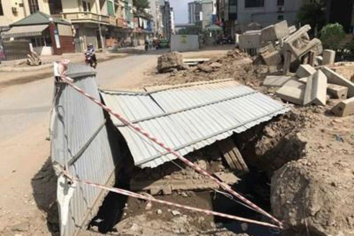 Tai nạn tiềm ẩn từ dự án chậm tiến độ đường Vũ Trọng Phụng - Báo Điện tử Đảng cộng sản VN