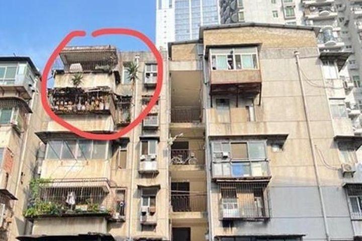 Cư dân hốt hoảng với mối nguy treo trên đầu từ căn hộ bỏ hoang 6 năm - Báo VietnamNet