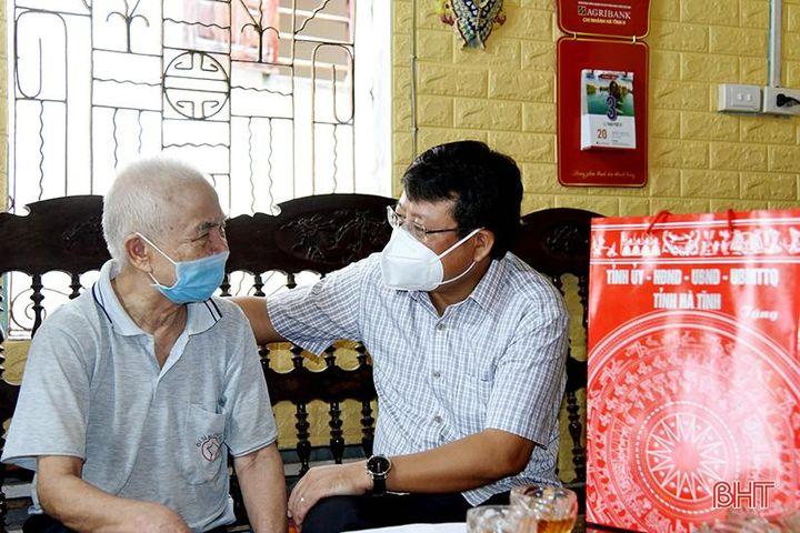 Bí thư Thành ủy thăm hỏi gia đình chính sách nhân ngày Thương binh - Liệt sỹ - Báo Hà Tĩnh