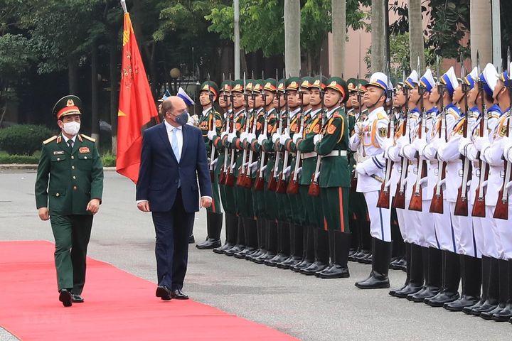 Bộ trưởng Quốc phòng Anh thăm chính thức Việt Nam - Báo VietnamPlus