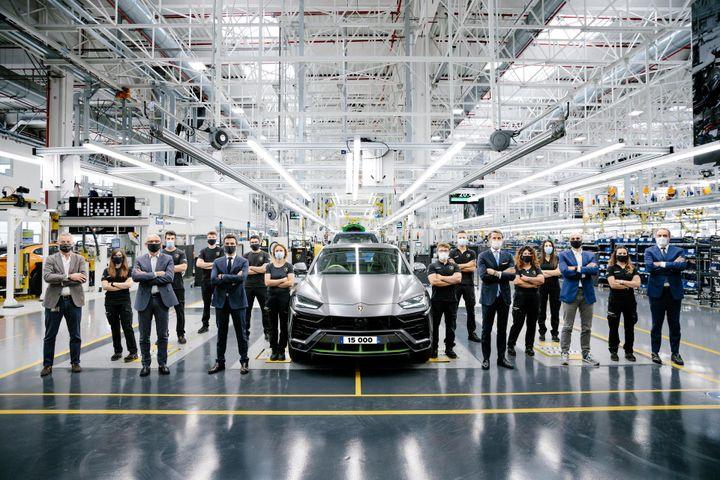 Urus là mẫu xe Lamborghini bán nhanh nhất mọi thời đại - Cartimes