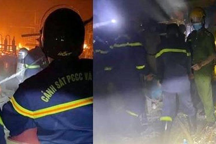 Cảnh sát PCCC lao vào biển lửa 'giải cứu' hàng chục bình gas - Báo Công An Nhân Dân