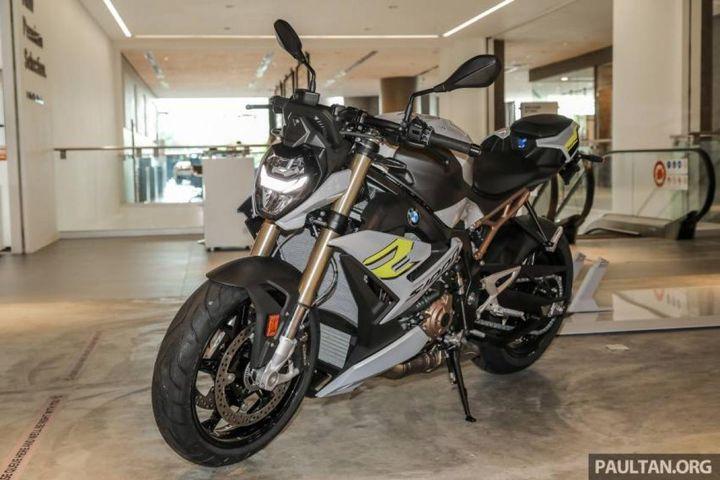 BMW S1000R 2021 chốt giá từ 573 triệu đồng tại Malaysia