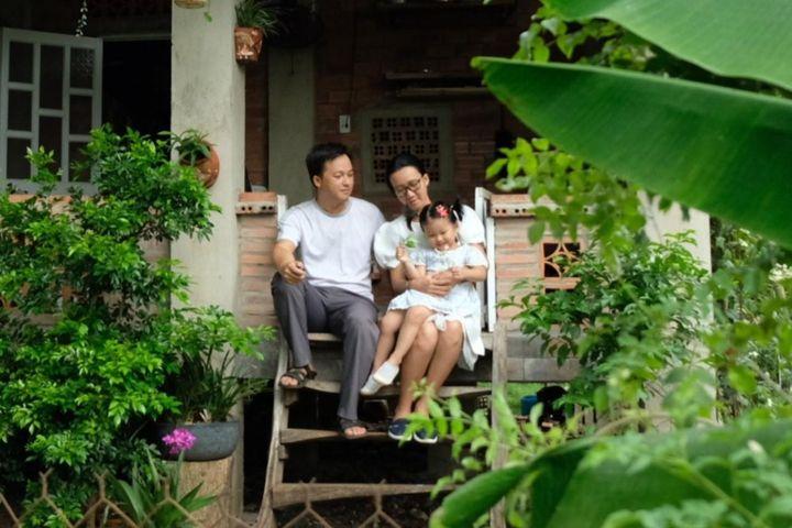 Chồng đưa cả gia đình về quê, dựng nhà, giúp vợ chữa ung thư - Zing - Tri thức trực tuyến