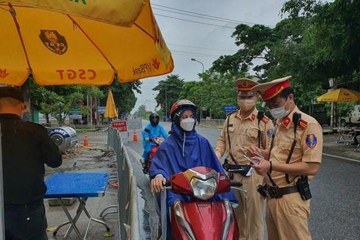 Hà Nội: Đi lại trong 'vùng xanh', nhiều nơi không cần giấy đi đường - Báo Kinh Tế Đô Thị