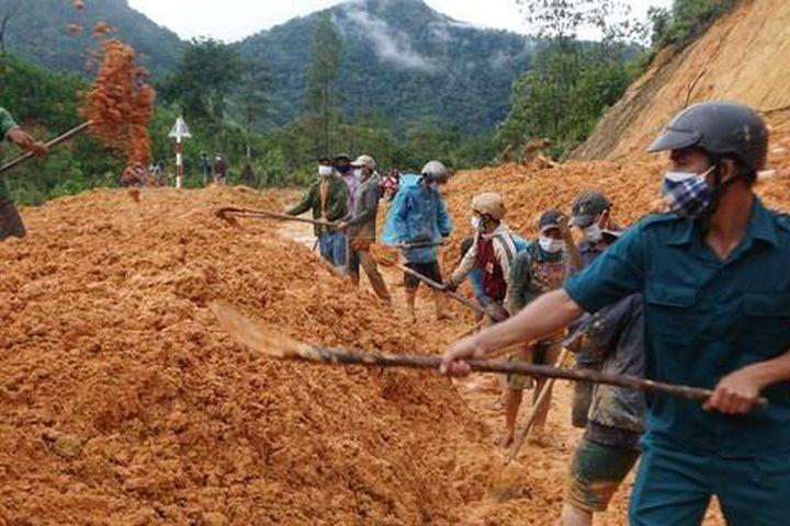 Quảng Ngãi: Huy động lực lượng khắc phục sạt lở, hư hỏng sau bão số 5 - Báo Người Lao Động