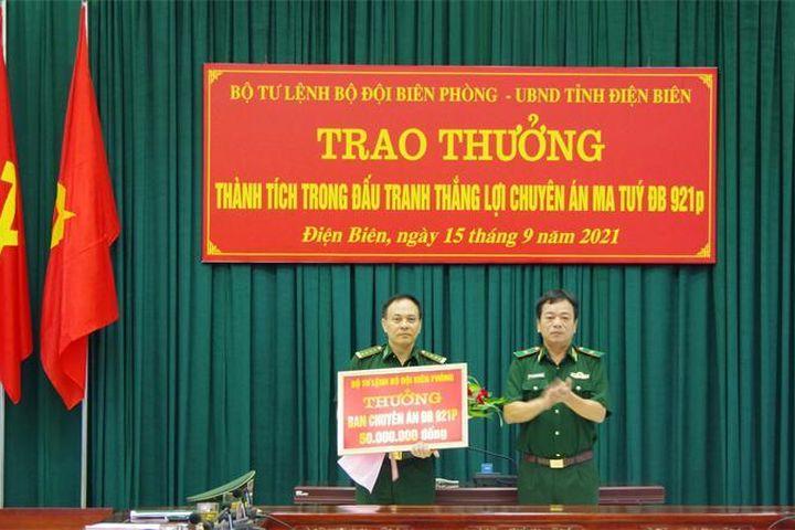 Trao thưởng thành tích trong đấu tranh thành công Chuyên án ĐB921p - Báo Biên phòng