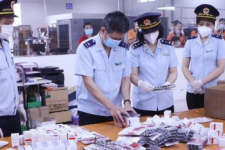 Núp bóng quà biếu tặng tuồn thuốc trị COVID-19 về Việt Nam: Lộ chi tiết bất thường - Báo Tiền Phong