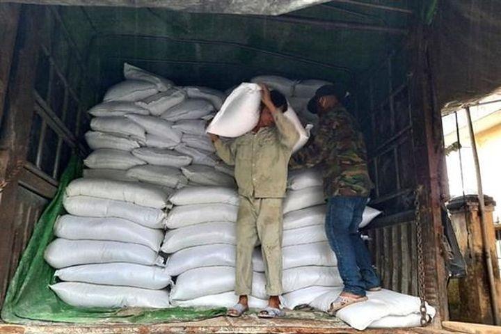 Dịch COVID-19: Đấu thầu gạo hỗ trợ người dân gặp khó khăn - Báo VietnamPlus