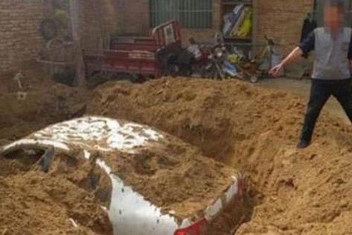 Xôn xao thông tin về chiếc xe ô tô được 'khai quật' trong sân nhà, sự thật đáng sợ phía sau càng khiến nhiều người không ngờ tới - Báo Gia Đình & Xã Hội