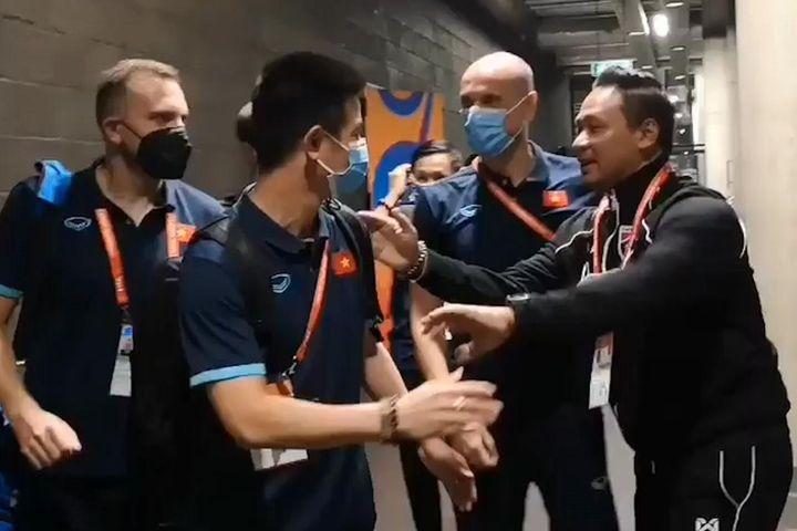 HLV Thái Lan chúc mừng futsal Việt Nam vào vòng 1/8 World Cup
