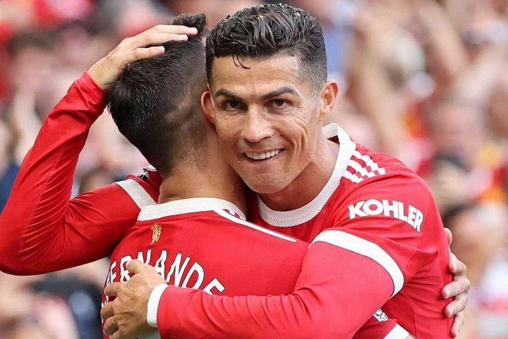 Ronaldo và Fernandes giải bài toán khó ở MU
