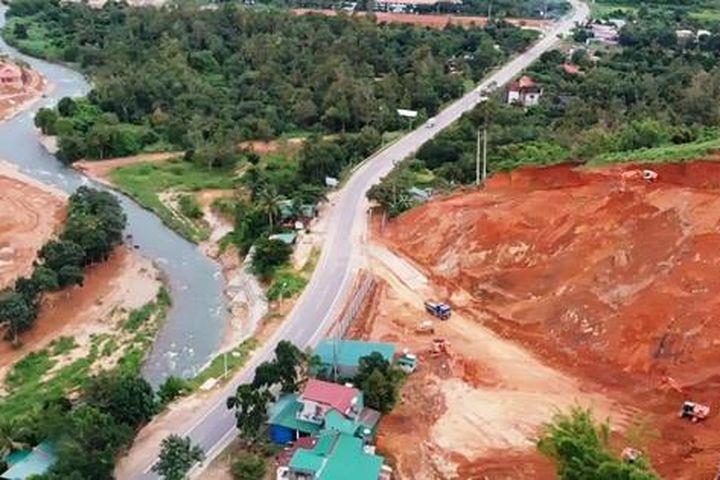 Lâm Đồng: Cận cảnh doanh nghiệp phá đồi, san lấp làm dự án cạnh Quốc lộ 20 - Báo Người Lao Động