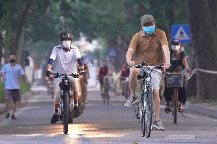Người Hà Nội ra đường tập thể dục dù chưa được phép - Zing - Tri thức trực tuyến