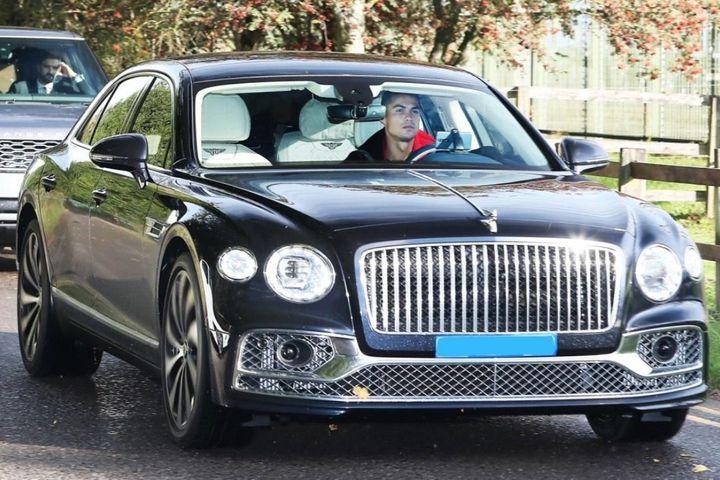 Ronaldo mua Bentley Flying Spur tại Manchester - Zing - Tri thức trực tuyến