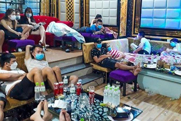53 thanh niên bay lắc trong quán karaoke Luxury - Zing - Tri thức trực tuyến