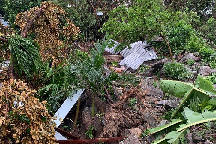 Lốc xoáy làm tốc mái 36 căn nhà ở Quảng Ngãi - Zing - Tri thức trực tuyến