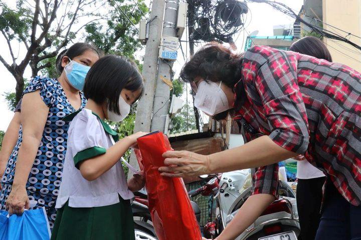 Trẻ mồ côi do đại dịch Covid-19, ưu tiên được chăm sóc trong môi trường gia đình - Báo Kinh Tế Đô Thị