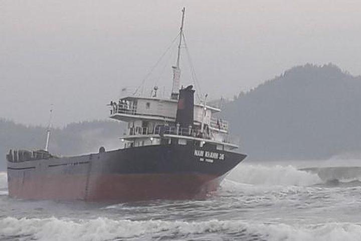 Bị tàu hàng đâm, 2 ngư dân trên tàu cá Bình Định rơi xuống biển mất tích - Báo Người Lao Động