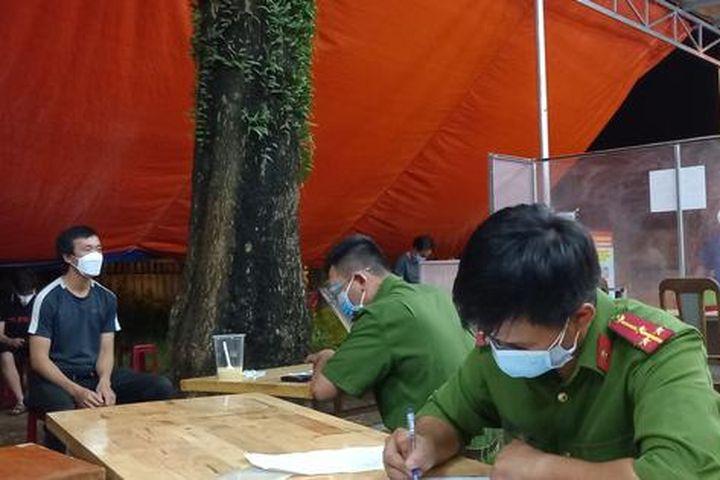 Liên tiếp phát hiện việc dùng xe cứu thương chở người từ vùng có dịch về - Báo Người Lao Động
