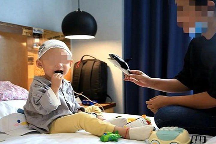 Trẻ thường xuyên tươi cười, không khéo bị u não - Báo Tri Thức & Cuộc Sống