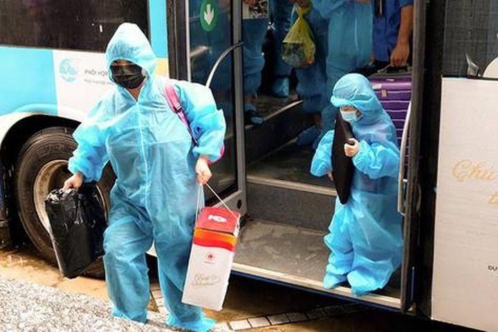 Người dân phường Thanh Xuân Trung vui mừng trở về nhà sau 21 ngày di dời khỏi 'ổ dịch' - Báo Tiền Phong