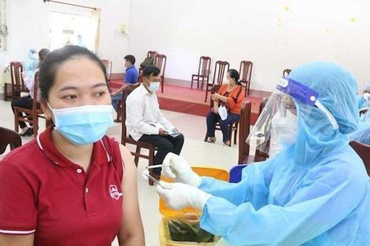 TPHCM rút ngắn khoảng cách 2 mũi vắc xin AstraZeneca còn 6 tuần - Báo Tiền Phong