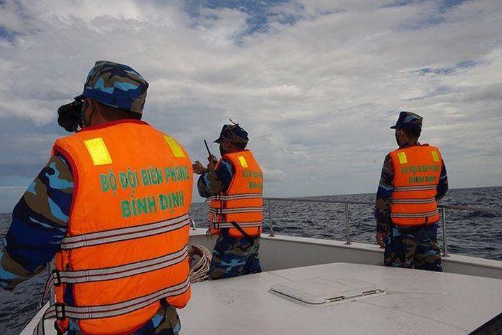 Tàu hàng đâm chìm tàu cá, 2 ngư dân mất tích - Báo Công Lý