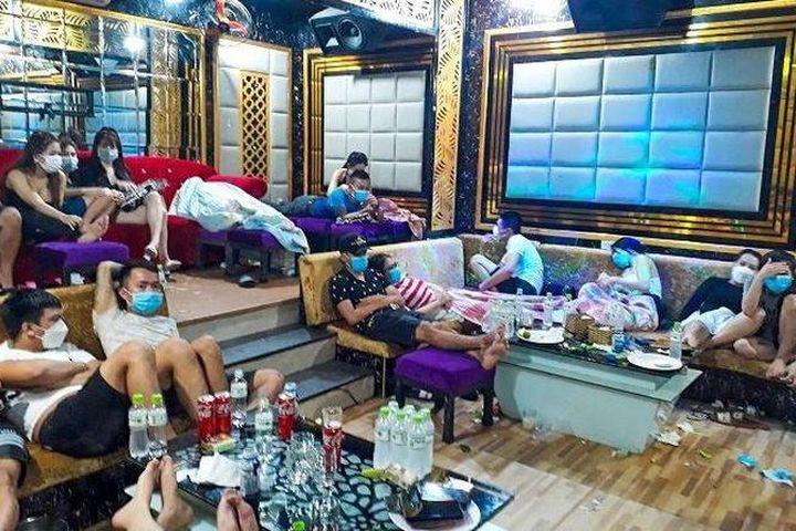 53 thanh niên sử dụng ma túy, bay lắc trong quán karaoke Luxury - Báo Công Lý