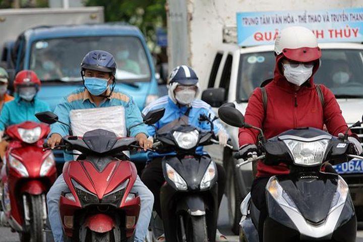 Đường phố TP Cần Thơ ngày đầu nới lỏng giãn cách theo Chỉ thị 15 - Báo VietnamNet