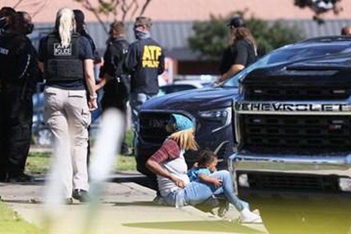 Xả súng tại hệ thống bán lẻ lớn nhất Mỹ, 14 người thương vong - Báo Bảo Vệ Pháp Luật