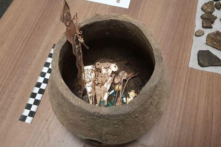 Tìm thấy bình gốm đầy đá quý trong ngôi đền ở Colombia - Báo VietnamPlus