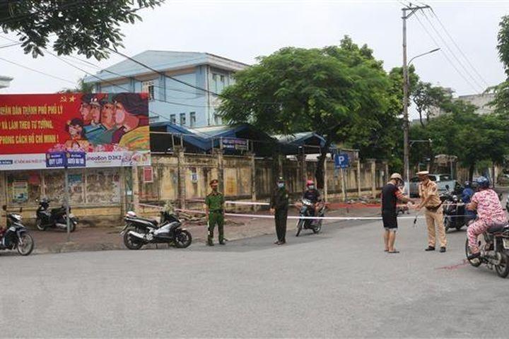 Ổ dịch COVID-19 lây lan nhanh, Hà Nam thiết lập 12 vùng cách ly y tế - Báo VietnamPlus